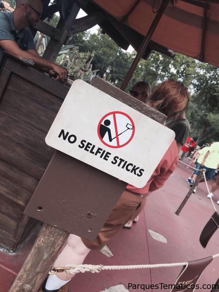 Selfie Sticks prohibidos en Disney