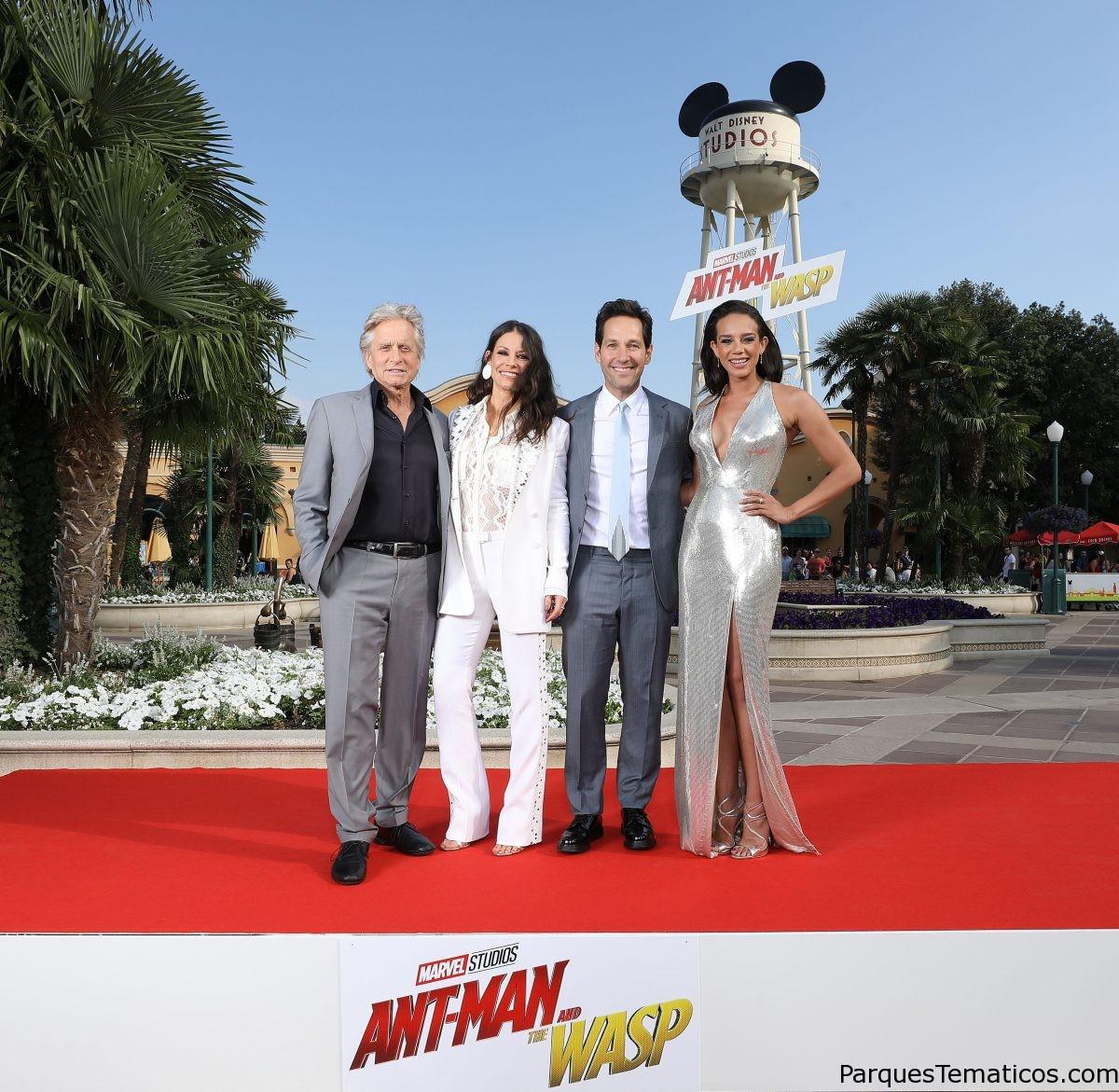 Los actores y el equipo de ANT-MAN y la AVISPA en Disneyland Paris para la Premiere Europea