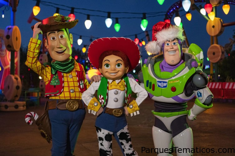 """Beginning November 8, guests visiting ToyStory Land at Disney's Hollywood Studios in Lake Buena Vista, Fla.,can expect to seeWoody, Jessie and Buzz Lightyear in festiveholiday attire.In addition to holiday character greetings, guestscan alsoenjoy the Toy Story Land'snew holiday decor, including including oversized cranberry-and-popcorn garland, a holiday card """"selfie"""" of """"Toy Story"""" pals, an oversized Hamm sugar cookie, Green Alien ornaments and more. The land's attractions will also be plussed up for the season with new holiday audio or music: guests will hear sleigh bells ringing on Slinky Dog Dash, while Alien Swirling Saucers will offer two holiday tracks, plus themed lighting."""